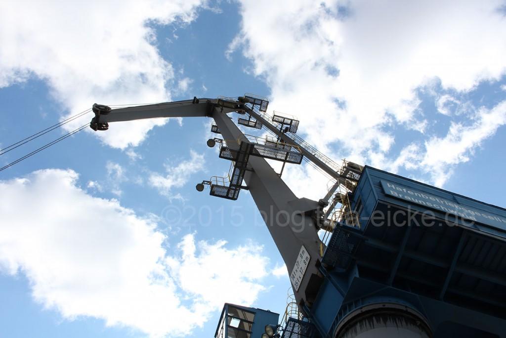 Hafenkran von unten